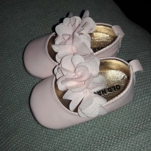 Baby girl sz 0-3mths Old Navy shoes NEW